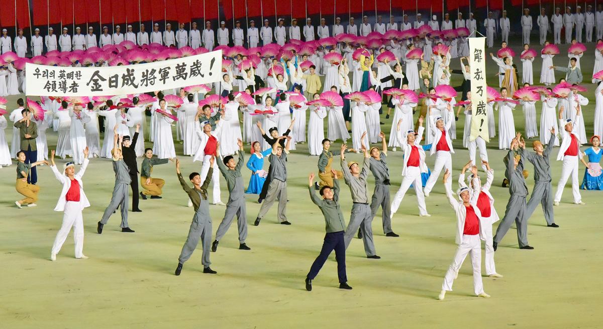 27227560 - Массовые гимнастические выступления В Северной Корее