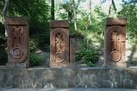 Каменные резные плиты возле армянского монастыря. Фото Морошкина В.В.ю-в Крым 5