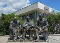 Бронзовые скульптуры участников Ялтинской конференции (Черчилля, Рузвельта, Сталина) у Ливадийского дворца. Фото Морошкина В.В.