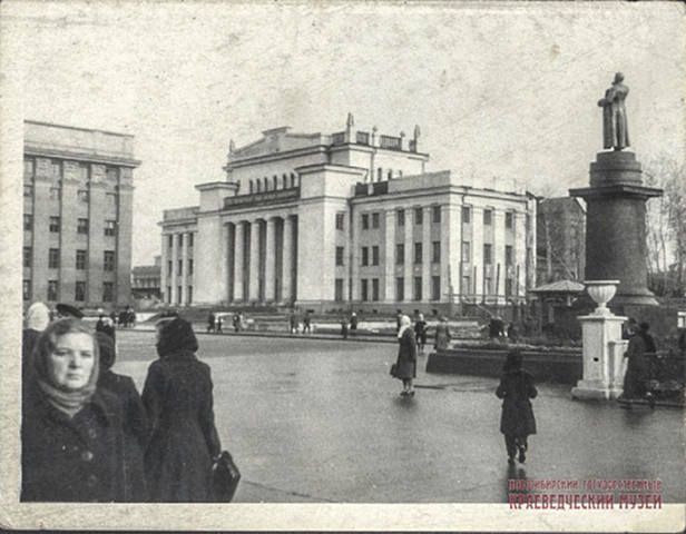 http://images.vfl.ru/ii/1565335461/48fbf115/27486175_m.jpg