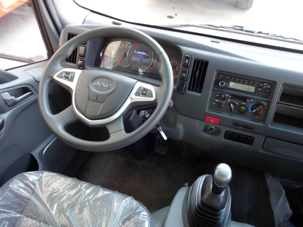 Место водителя в JAC N80