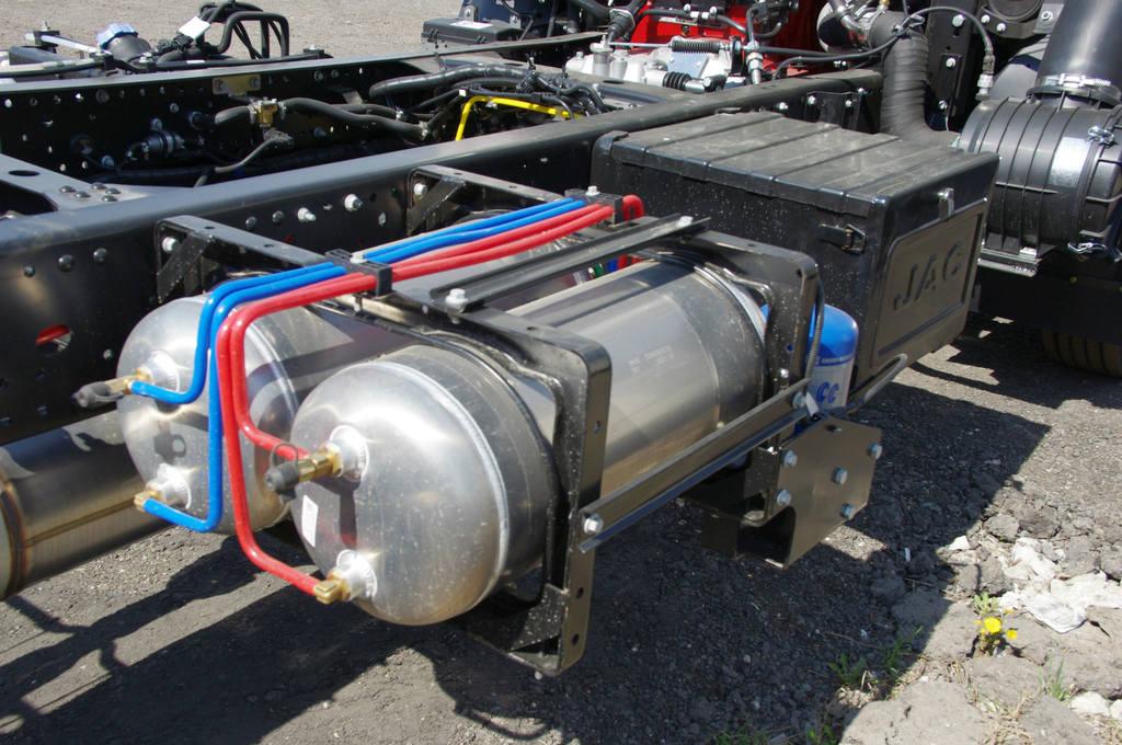 Трубки тормозной системы окрашены в разные цвета