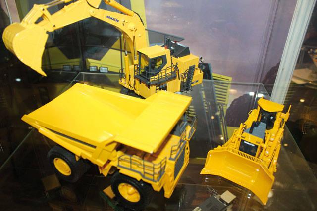 """""""Сумитек"""" прдставил на выставке """"Уголь России и Майнинг 2019"""" модель мини-карьера с «работающей» спецтехникой."""