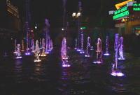 Фонтаны с подсветкой на улице Лас-Вегаса. Фото Морошкина В.В.