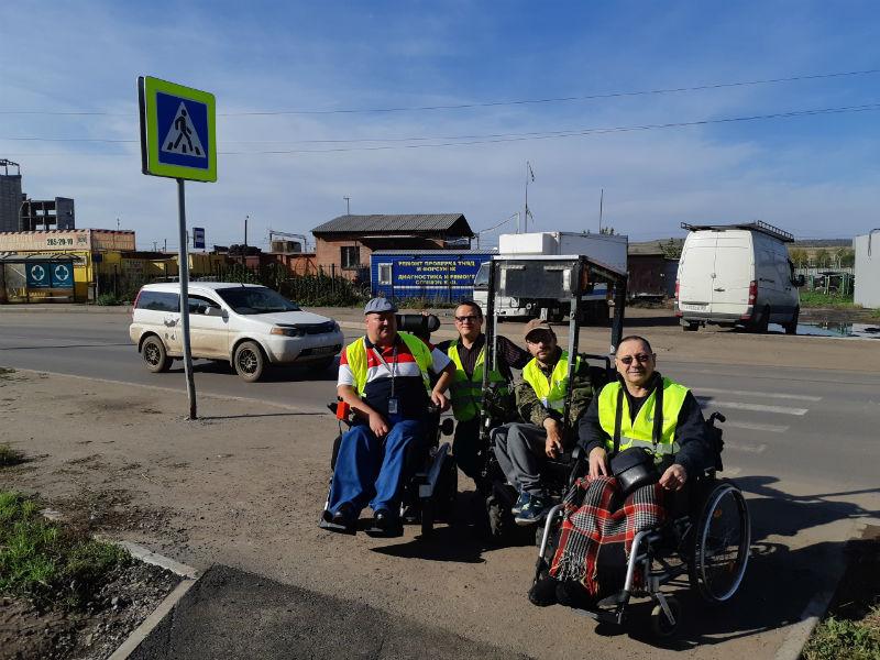 Команда общественников проверяет участки улиц после ремонта