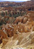 Скалы и останцы-худу в Брайс-Каньоне в Юте. Фото Морошкина В.В.