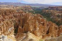 Скалы на склоне Брайс-Каньона в Юте. Фото Морошкина В.В.