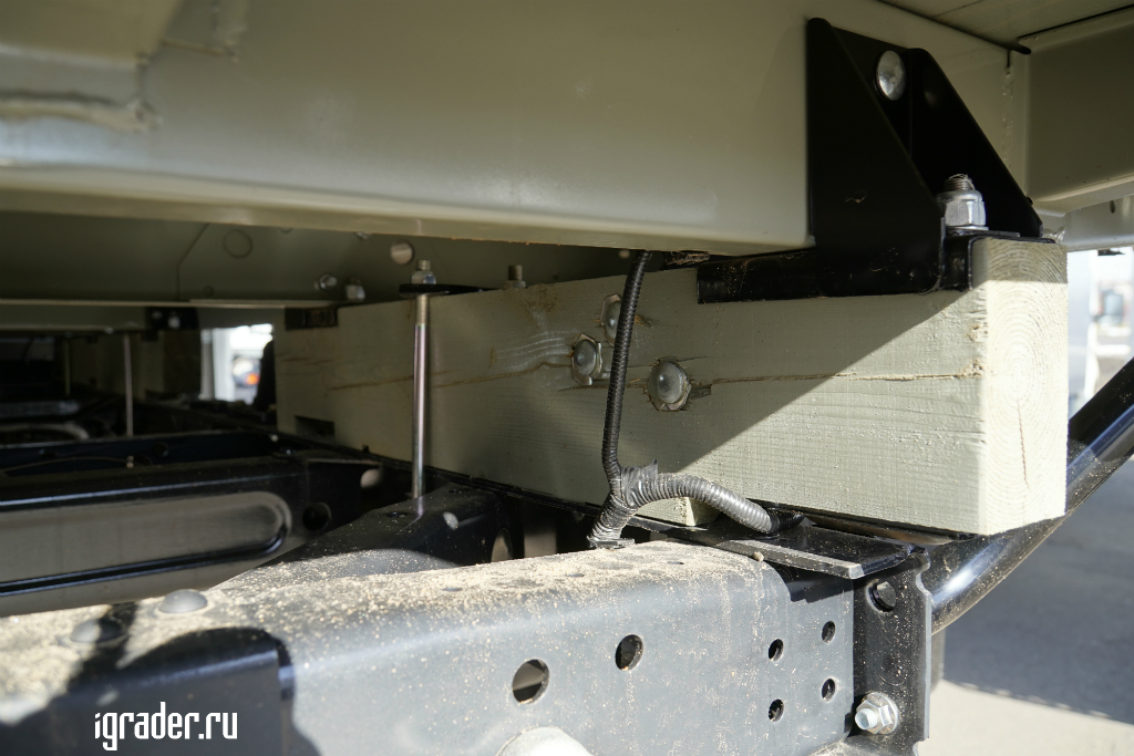 Конструкция крепления надстроек к раме «Садко Next»