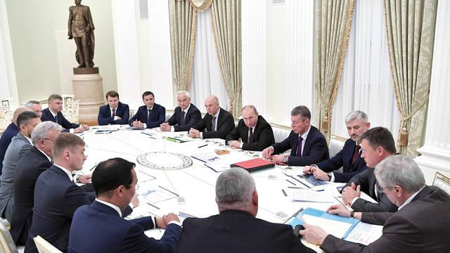 Совещание глав республик Коми, Саха, Хакасия, Красноярского и Забайкальского краёв, Новосибирской и Кемеровской области.