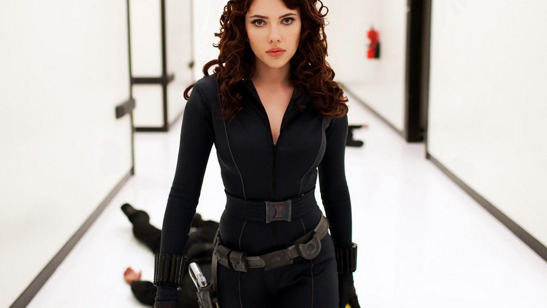 В первом тизер-трейлере «Черной вдовы» от Marvel показали звезду «Хеллбоя»