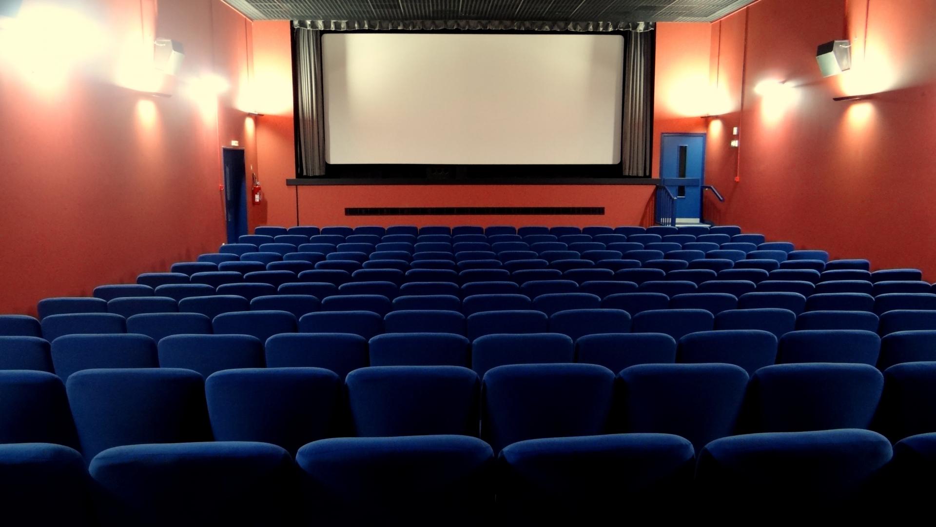В Госдуме предложили сократить количество рекламы в кинотеатрах