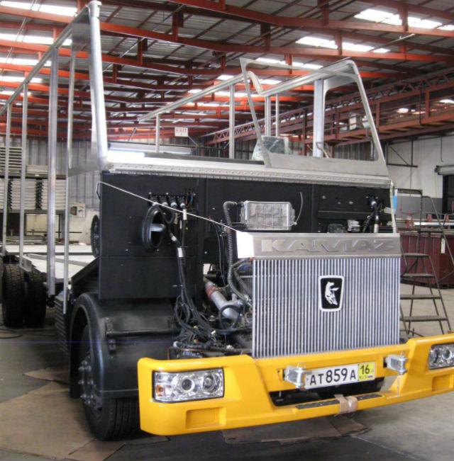 Армянский универсальный фургон AA Cater Truck