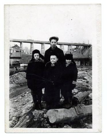 http://images.vfl.ru/ii/1581930217/f71bcf55/29606553_m.jpg