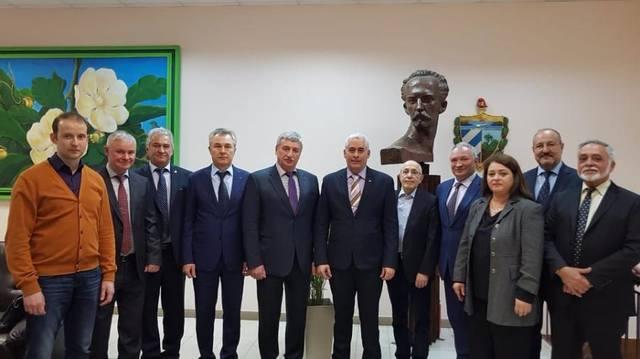 Они ценят возможности сотрудничества между Кубой и Московской медицинской ассоциацией.