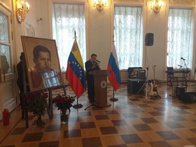 Посольство Кубы в России воздает должное команданте Чавесу в связи с 7-й годовщиной его смерти.