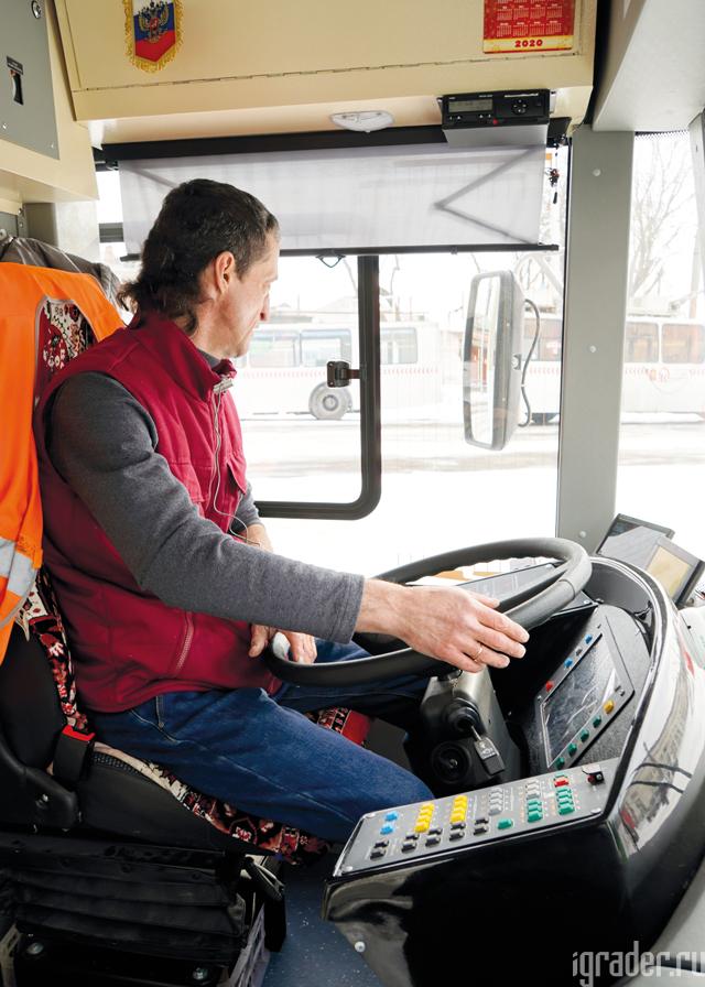 Испытатель:  Водитель троллейбусного депо МП Красноярска «Городской транспорт»  Владимир Крузе
