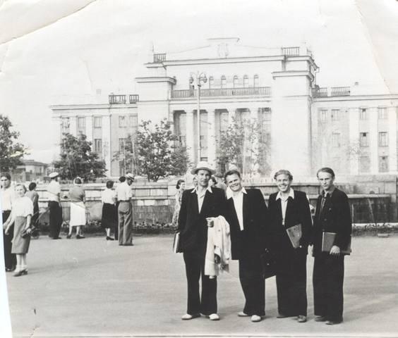 http://images.vfl.ru/ii/1584670878/9f569b12/29930105_m.jpg