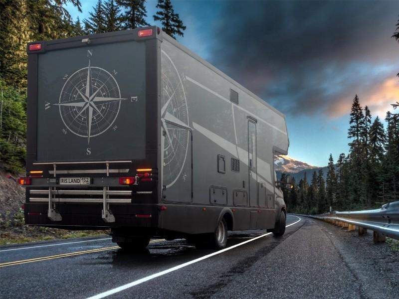 Автодом на шасси Iveco Daily 70C/21