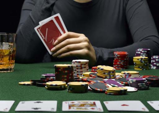 где лучше играть и учиться покеру