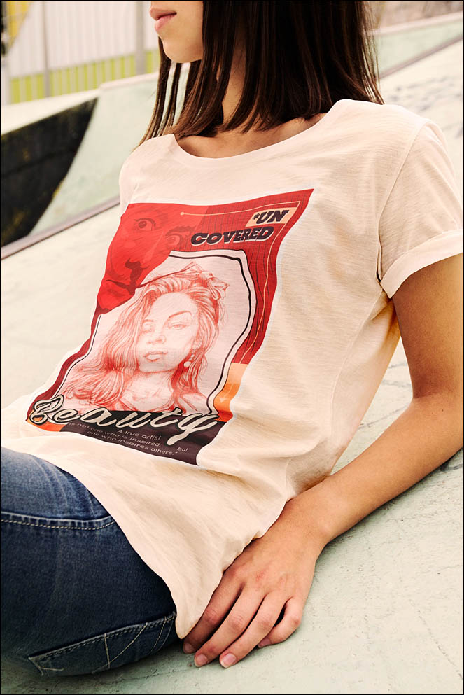 Portrait of woman. Idea T-Shirt present. Lenskiy.org