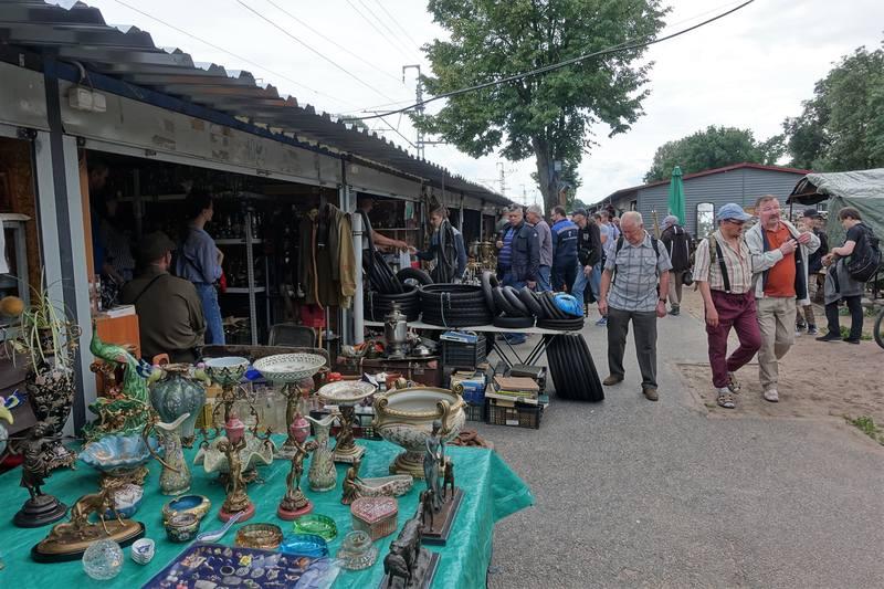 Блошиный рынок на Удельной