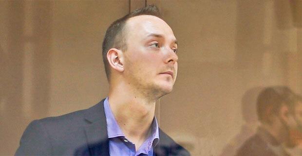 Суд отказался открыть заседание по делу Ивана Сафронова и продлил ему арест на три месяца - Новости радио OnAir.ru