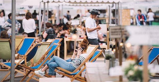В День города в Москве появятся брендированные лаундж-зоны Relax FM и Радио Romantika