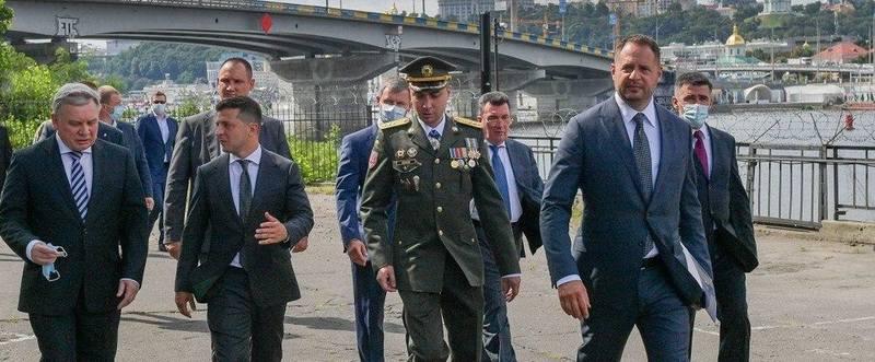 Вновь назначенный глава ГУР Буданов в окружении первых лиц