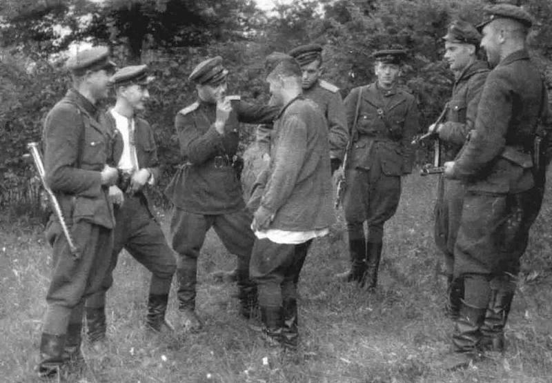 Боевка Левка ведет допрос, май 1949 года