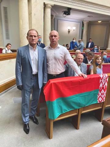 Государственный флаг Республики Беларусь был в украинском парламенте в меньшинстве