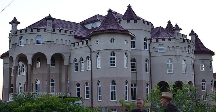Дворцы в с. Нижняя Апша Тячевского района