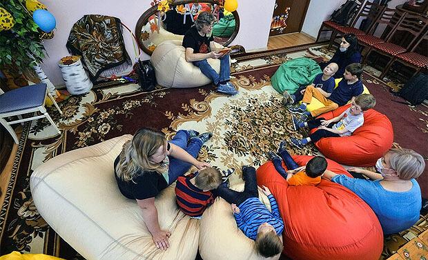 Стать волшебником для ребенка-сироты: как радиоведущий решил читать сказки особым детям - Новости радио OnAir.ru