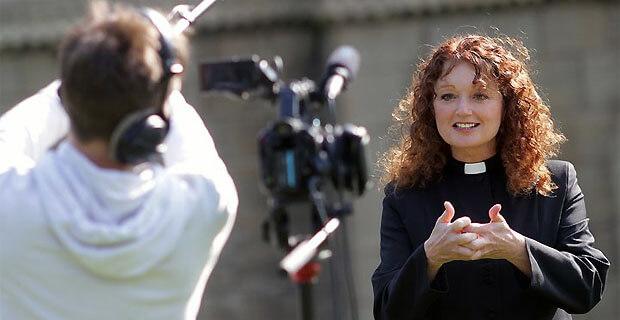 Проработавшая 23 года на радио ведущая стала священницей - Новости радио OnAir.ru