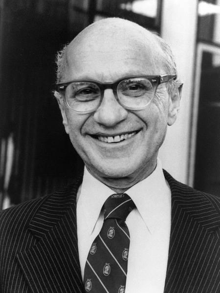 Милтон Фридман, автор концепции «шоковой терапии», выполнял функции советника у Рейгана и Тэтчер