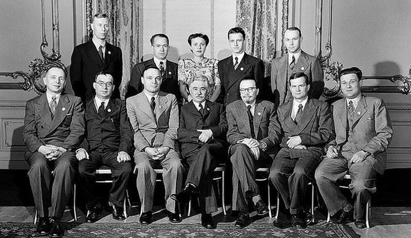 Делегация УССР в Сан-Франциско. В центре (в очках) – её руководитель Д. З. Мануильский