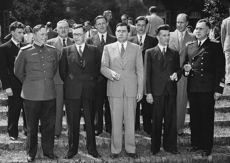 Участники делегации СССР на конференции в Думбартон-Оксе. В центре – её глава, посол СССР в США А.А. Громыко