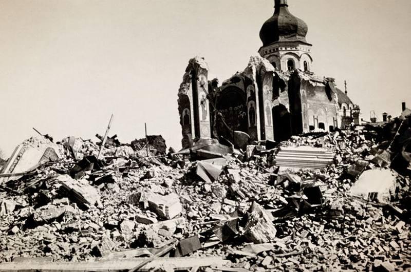 Взорванный Успенский собор Киево-Печерской лавры