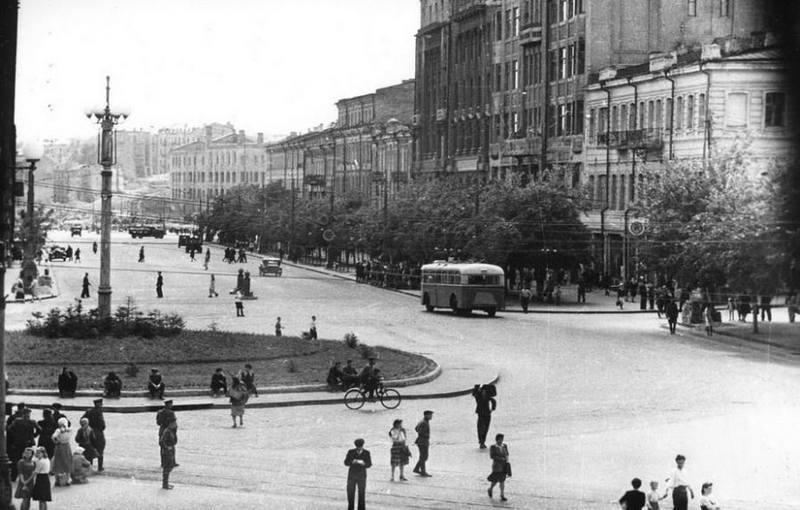 Восстановленный Крещатик в 1947 году