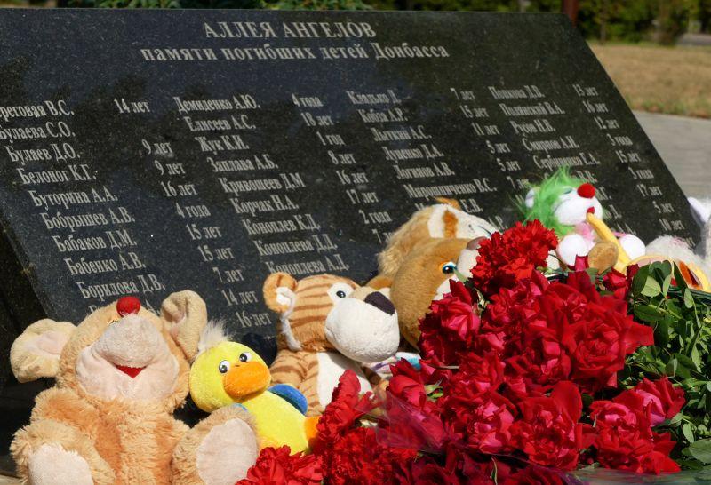 Памятник погибшим детям Донбасса