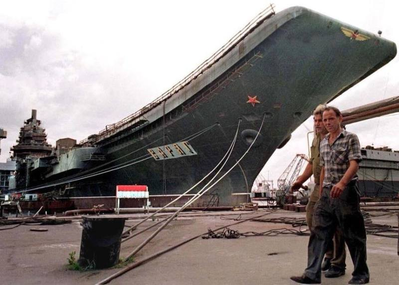 Недостроенный авианосец «Варяг» в 90-е годы
