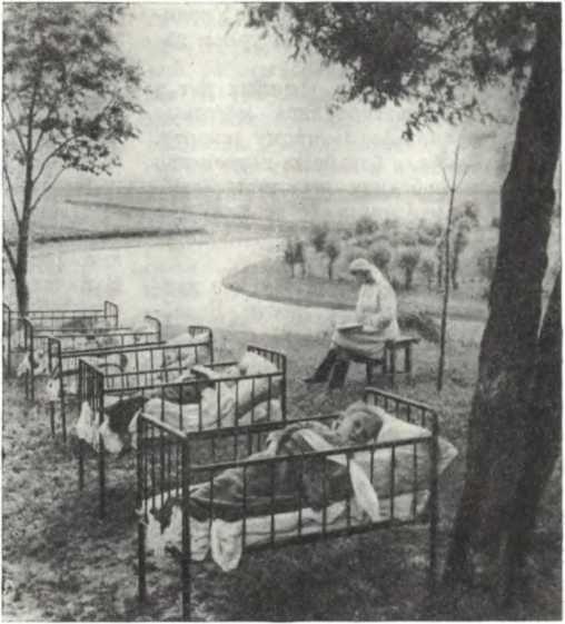 Послеобеденный сон в детском саду колхоза «Здобуток Жовтня», Киевская область, 1950 год