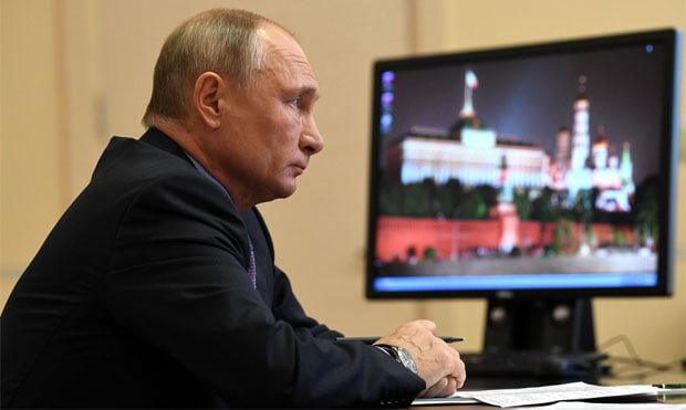 Путин заявил об испытываемой им оторопи при просмотре телевизора - Новости радио OnAir.ru