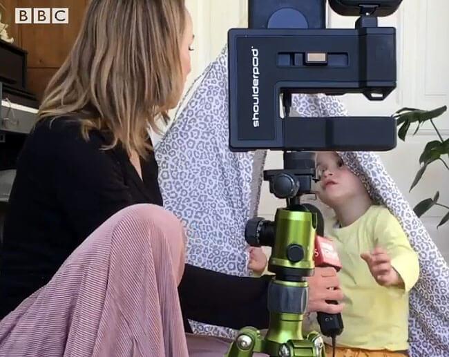 Дочь журналистки ворвалась в радиоэфир и пожаловалась на мать - Новости радио OnAir.ru