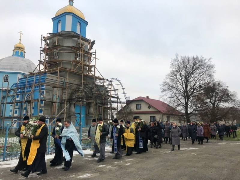 Крестный ход в с. Птичья после первой Божественной Литургии в домовом храме