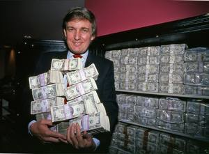 Дональд Трамп держит миллион долларов в своём казино. Трамп Тадж-Махал. Атлантик-Сити, Нью-Джерси. 1990