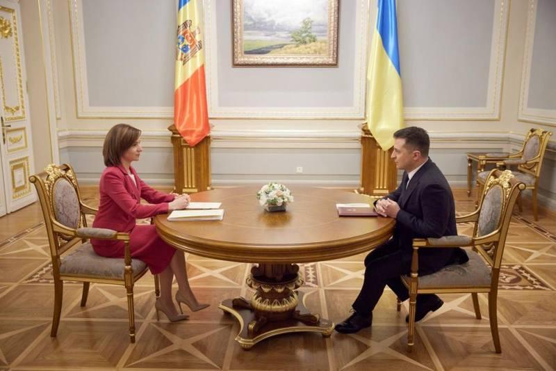 Обещают и Румынию позвать. Впрочем, Бухарест и так незримо присутствует – у Санду есть румынский паспорт