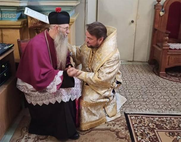 «Митрополит» Драбинко и ксендз Кошлага в алтаре «храма» ПЦУ