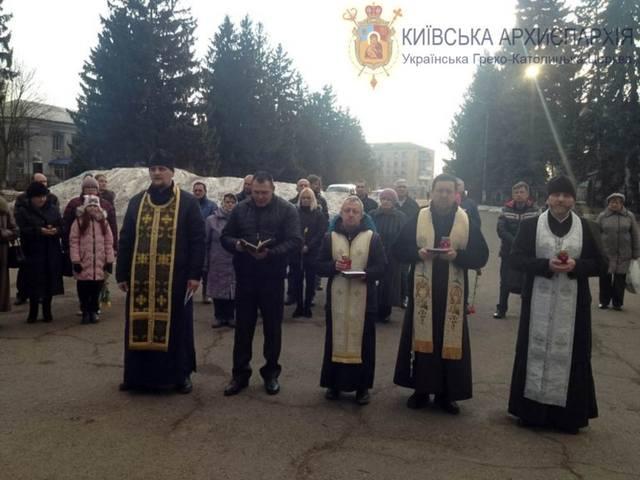 Совместный «молебен» в г. Бершадь Винницкой области в память о так называемой «небесной сотне»