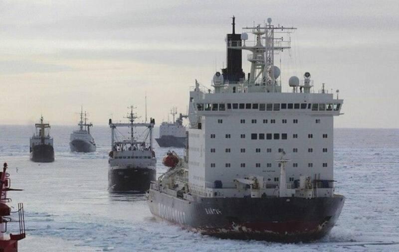 Суда движутся по Северному морскому пути (фото взято из открытых источников)