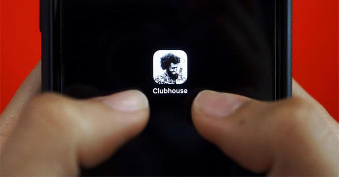 В Роскачестве перечислили главные угрозы нашумевшей соцсети Clubhouse - Новости радио OnAir.ru